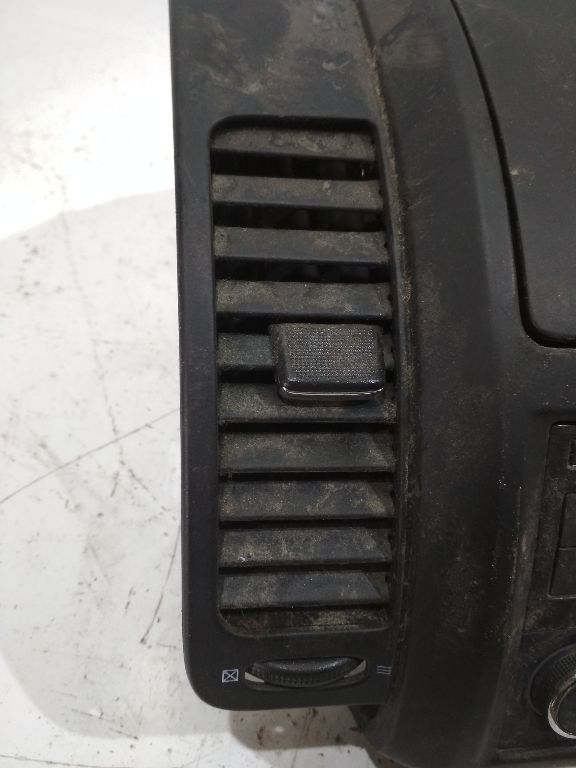 Дефлектор обдува салона Nissan Note E11 68751BH00A